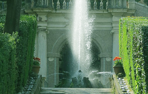 """别墅主设计师利戈里奥的作品""""椭圆形喷泉"""""""